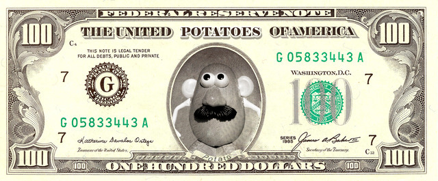 Mister Potato en un billete de dólar.